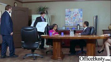 بعد جلسة مرهقة للغاية ، يتصل رئيسهم بمرافقة اثنين يريدون مرافقتهم