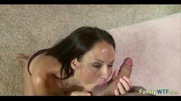 ممارسة الجنس عن طريق الفم من قبل أم ذات آباء كبار بدون سيليكون