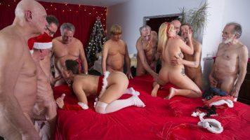 مجموعة الجنس مع اثنين من الهرات الحمار كبيرة ممارسة الجنس مع الرجال الأكبر سنا