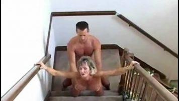 مباراة جنسية مكثفة للغاية مع عاهرة ناضجة تحب أن تمارس الجنس