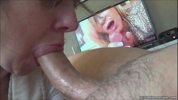 امرأة عجوز تتعلم مص ديك زوجها ويتم تصويرها