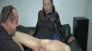 امرأة كبيرة في بوسها تحب أن تمارس الجنس مع رجال لا تعرفهم