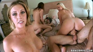 حفلة حسية مع العديد من الرجال والنساء الذين يريدون ممارسة الجنس الجماعي