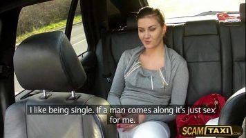 كس امرأة سمراء مع ثديين كبيرين اقترح عليها سائق سيارة أجرة لممارسة الجنس