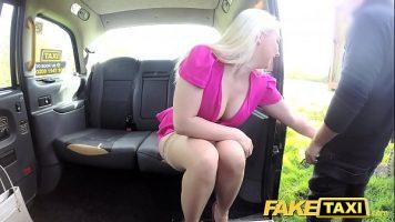 ذهب في جولة في سيارة أجرة لكن السائق أعطاه مبلغًا كبيرًا من المال
