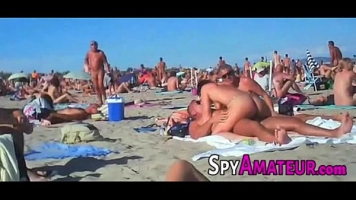 حفلة خاصة على الشاطئ تتحول إلى لعبة مكثفة