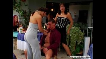 السحاقيات والرجال الموهوبين الذين يمارسون الجنس بشكل مسبق