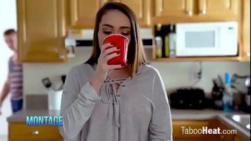 تريد أن تشرب قهوتها قبل أن تغادر إلى صالة الألعاب الرياضية لكن صديقها يريد أن يمارس الجنس معها