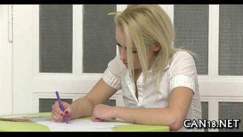 يتم مساعدتها في ورقة تحكم لكتابة الإجابات الصحيحة ولكن كحق