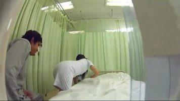 ممرضة آسيوية تستمني وحدها في مرحاض في العمل
